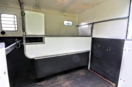 Equi-Trek Space Treka For Sale partition