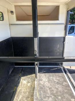 Used Equi-Trek 4,005 kgs Tonne Two Stall Horsebox For Sale (2)